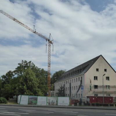 Der erste Kran dreht sich im Triangle Housing